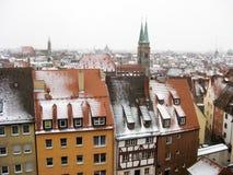 Panoramautsikt av den gamla staden av Nuremberg i vintertid Arkivbilder