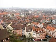 Panoramautsikt av den gamla staden av Nuremberg i vintertid Royaltyfri Bild