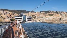 Panoramautsikt av den Genua staden från öppet däck av kryssningskeppet Arkivbilder