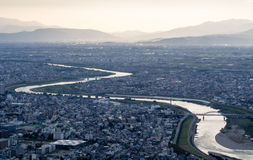 Panoramautsikt av den Gifu staden, Japan arkivbild