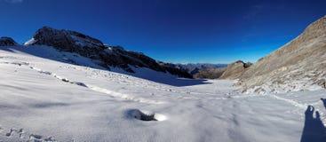 Panoramautsikt av den Glarnisch glaciären, schweiziska fjällängar, Schweiz Royaltyfria Bilder