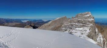 Panoramautsikt av den Glarnisch glaciären, schweiziska fjällängar, Schweiz royaltyfri foto