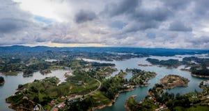 Panoramautsikt av den Guatape fördämningen Penon - Colombia Fotografering för Bildbyråer