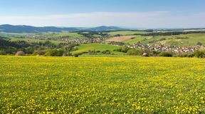 Panoramautsikt av den Horni Lidec byn Arkivfoton