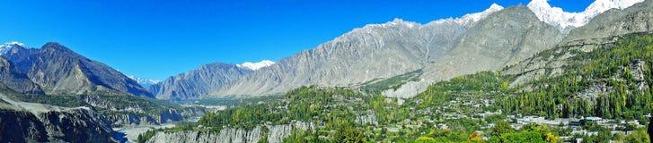 Panoramautsikt av den Hunza dalen i Pakistan arkivbild