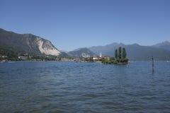 Panoramautsikt av den Isola deien Pescatori på sjön Maggiore royaltyfria foton