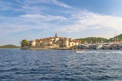 Panoramautsikt av den Korcula staden, Korcula ö, Dalmatia, Kroatien royaltyfri fotografi