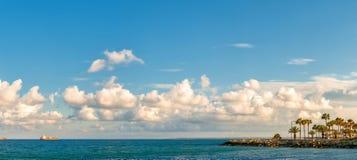 Panoramautsikt av den Limassol kustlinjen cyprus Arkivbilder