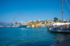 Panoramautsikt av den medelhavs- grekiska ön Kastellorizo (Megisti) som är mest nearest till Turkiet Royaltyfri Bild