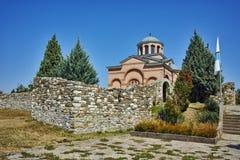 Panoramautsikt av den medeltida kloster St John det baptistiskt, Bulgarien royaltyfria bilder