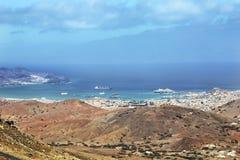 Panoramautsikt av den Mindelo staden, Kap Verde Royaltyfri Foto