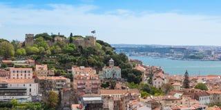 Panoramautsikt av den Miradouro da Graca synvinkeln i Lissabon, Portu Royaltyfri Foto