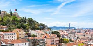 Panoramautsikt av den Miradouro da Graca synvinkeln i Lissabon, Portu Arkivbilder