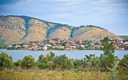 Panoramautsikt av den Mursit byn i Albanien Arkivbilder