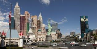 Panoramautsikt av den nya York-nya Yorken och Mgm Grand kasinot Royaltyfria Bilder
