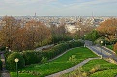 Panoramautsikt av den Paris horisonten från Parcen de Belleville Fotografering för Bildbyråer