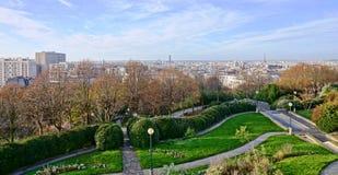 Panoramautsikt av den Paris horisonten från Parcen de Belleville Arkivbild