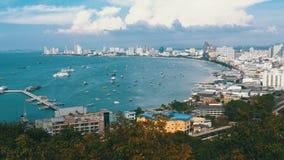 Panoramautsikt av den Pattaya stadsstranden och golfen av Siam i Thailand Thailand Pattaya, Asien lager videofilmer