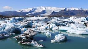 Panoramautsikt av den is- sjön Jokulsarlon, Island lager videofilmer
