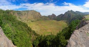 Panoramautsikt av den slocknade vulcanic krater på ön av Santo Antao, Kap Verde royaltyfri foto