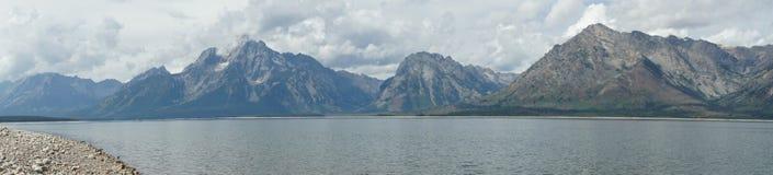 Panoramautsikt av den storslagna Tetonsen Royaltyfri Fotografi
