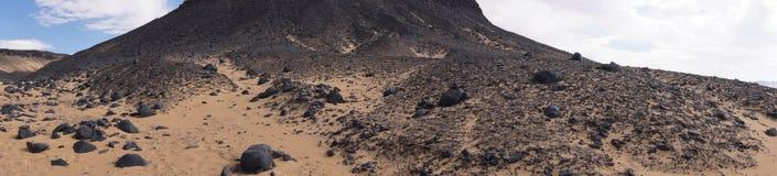 Panoramautsikt av den svarta öknen i Egypten Arkivbild