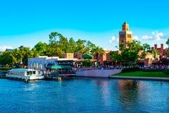 Panoramautsikt av den taxifartyg- och Marocko paviljongen av Epcot i Walt Disney World arkivbild