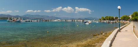 Panoramautsikt av den Theologos hamnen, Phthiotis, Grekland Royaltyfria Bilder