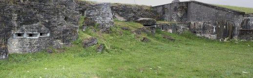 Panoramautsikt av den tillbaka sidan av fortet Douaumont Royaltyfri Bild