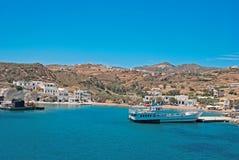Panoramautsikt av den traditionella byn på den Kimolos ön Royaltyfri Fotografi