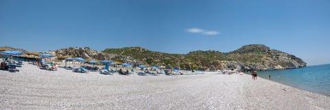 Panoramautsikt av den Traounou stranden på den grekiska ön Rhodes Royaltyfri Fotografi