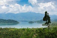 Panoramautsikt av den tropiska ön Royaltyfria Bilder