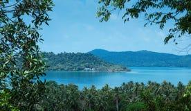 Panoramautsikt av den tropiska ön Royaltyfri Fotografi