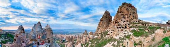 Panoramautsikt av den turkiska fästningen Uchisar arkivfoton