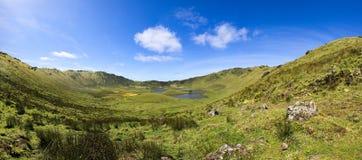 Panoramautsikt av den vulcanic krater på den Corvo ön Royaltyfria Foton