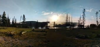 Panoramautsikt av den Yellowstone nationalparken arkivbild