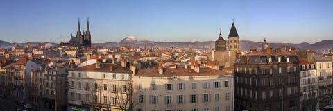 Panoramautsikt av det Clermont-Ferrand centret, Frankrike Arkivfoto