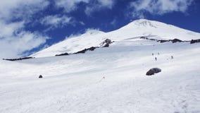 Panoramautsikt av det Elbrus berget lager videofilmer