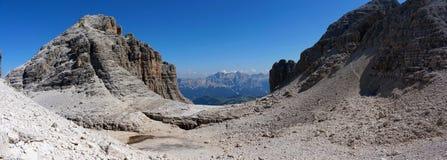 Panoramautsikt av det härliga dolomiteberglandskapet Royaltyfri Fotografi