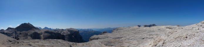 Panoramautsikt av det härliga och grova berglandskapet Arkivfoto