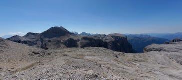 Panoramautsikt av det härliga och grova berglandskapet Arkivfoton