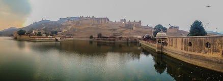 Panoramautsikt av det Jaigarh fortet royaltyfri foto