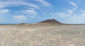 Panoramautsikt av det röda berget Montana Roja och El Medano Royaltyfri Fotografi