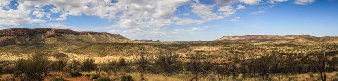 Panoramautsikt av det västra McDonnell området från Cassia Hill, nordligt territorium, Australien royaltyfri bild
