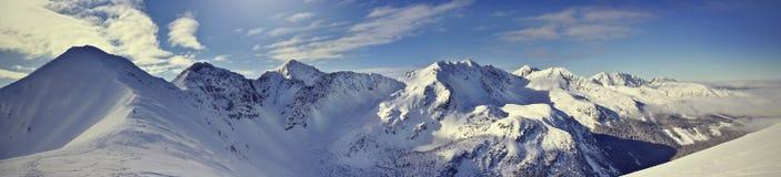 Panoramautsikt av det västra Tatra för vinter berget Rohace Royaltyfri Foto