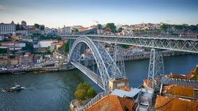 Panoramautsikt av Dom Luis Bridge i Porto royaltyfri fotografi