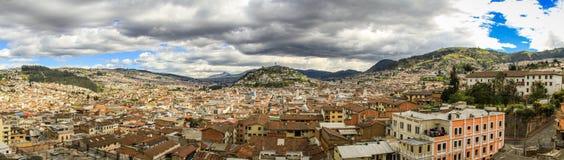 Panoramautsikt av El Panecillo i Quito, Ecuador, från domkyrkan Arkivbilder