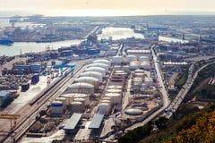 Panoramautsikt av en enorm port för havsfrakter Arkivbild