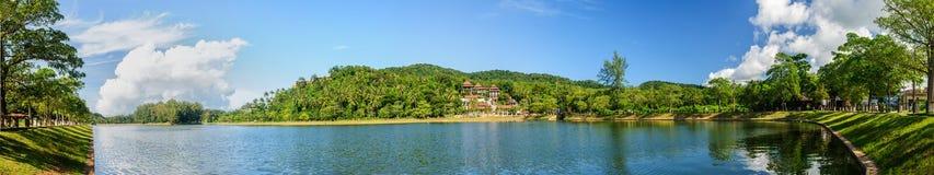Panoramautsikt av en sjö i Phuket Royaltyfri Fotografi