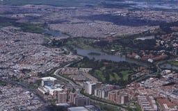 Panoramautsikt av en stad arkivbilder